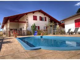 chambre d hotes avec chambres d hotes piscinechauffée et vue montagne au pays basque