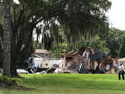 growing sinkhole destroys homes in land o u0027lakes wlrn