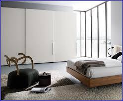 chambre a coucher porte coulissante armoire chambre a coucher porte coulissante armoir idées de