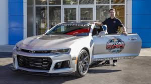 camaro top speed 2017 chevrolet camaro zl1 daytona 500 pace car review top speed