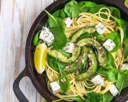 cuisiner epinard frais recette de salade de spaghettis citronnés aux épinards frais avocat