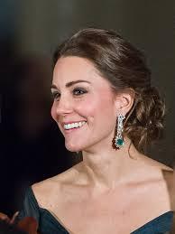 kate middleton earrings kate middleton s bafta 2018 diamond and emerald earrings are so clever