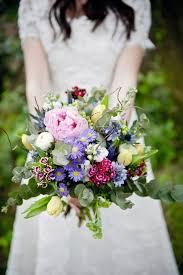 wedding flowers ireland 22 autumn wedding bouquets you ll weddingsonline