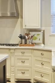 cream kitchen cabinets transitional kitchen sherwin williams