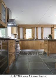 plancher ardoise cuisine banque d image ardoise plancher dans moderne blanc cuisine à
