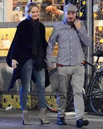 chris martin and jennifer lawrence jennifer lawrence calls boyfriend darren aronofsky a u0027visionary u0027