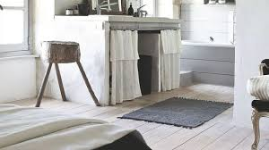 meuble de chambre de bain créer un effet blanchi sur les meubles le sol les murs côté