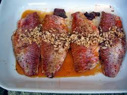 cuisiner rouget barbet poêlé à l ail et au carvi cuisine de la mer