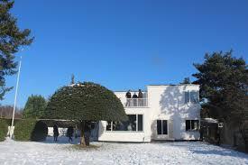 danish architect and designer arne jacobsen introduced modern