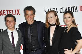 Seeking Cast Santa The Cast Of Netflix S Santa Clarita Diet Looked Bloody Amazing