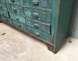 meuble de metier industriel 100 deco industrielle atelier nuances de bleu u0026 style