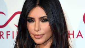 how to get beachy waves on shoulder lenght hair kim kardashian s hairstylist demos how to get her textured waves