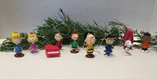 peanuts classic figure set of 12