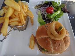 bureau amand les eaux piccadilly burger picture of au bureau amand les eaux