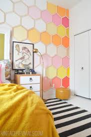 50 stunning ideas for a teen girl s bedroom for 2017 12 honeycomb accent wall