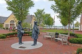 statues riverwalk yorktown va 8408 r2 williamsburg virginia guide