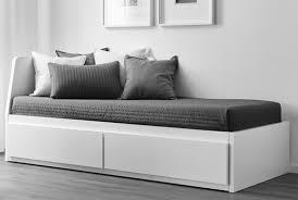trasformare un letto in un divano letti per gli ospiti ikea