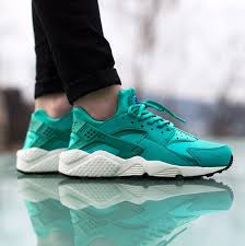 nike air huarache light blue ladies get blessed with another beautiful huarache run in reverse