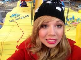 image jennette at the thanksgiving day parade in front of the
