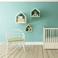 chambre bebe verte la chambre bébé s habille de plinthes pvc déco