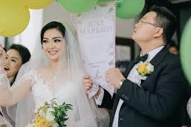 wedding dress surabaya wedding of wijaya defi by fairytale organizer bridestory