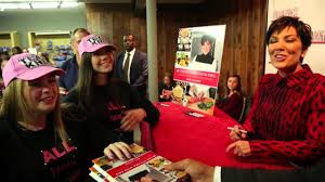 Kris Jenner Kitchen by Kris Jenner Signs Copies Of Her Cookbook U0027in The Kitchen With Kris