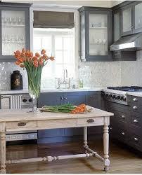 r駸ine pour meuble cuisine meubles cuisine peints gris moyen plan de travail résine grise clair