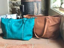 Best travel bags for moms mums including the best travel tote