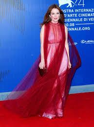 julianne moore moore u2013 the franca sozzani award in venice italy 09 01 2017