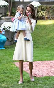 kate middleton dresses kate middleton looks gorgeous in a favorite lace dress at kids