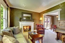 Wohnzimmer Mit Bar Elegante Klassische Grüne Wohnzimmer Mit Kamin Und Klavier