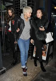 ora shows off her new blonde bob haircut leaves pizza express