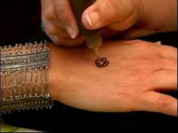 how to give henna tattoos practicing henna tattoo designs on a
