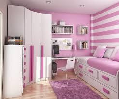 chambre d h es dr e chambre filles moderne avec armoires blanc et é toile de fond