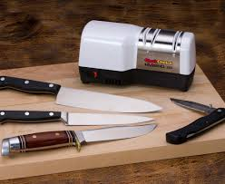 sharpening kitchen knives with a chef schoice hybrid knife sharpener model 220