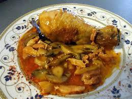 cuisiner poule recette de poulet sauce chignons et petits lardons