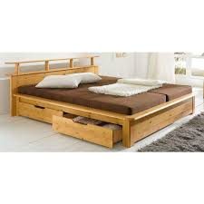chambre en pin massif pas cher lit 2 personnes en pin massif avec tête de lit à tablettes teinté