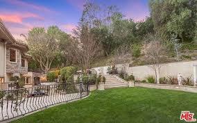 Kris Jenner Backyard Kris Jenner U0027s Fake Home In U0027kuwtk U0027 Selling For 9 Million Photos