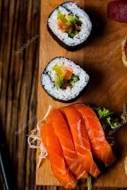 jeux de cuisine japonaise jeu de savoureux sushi cuisine japonaise photographie oleksaj