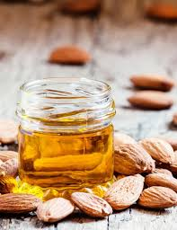 Minyak Almond cara menebalkan alis mata dengan minyak almond