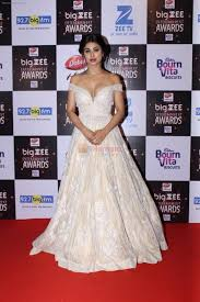 Red Carpet Entertainment Mouni Roy At Red Carpet Of Big Zee Entertainment Awards 2017 On