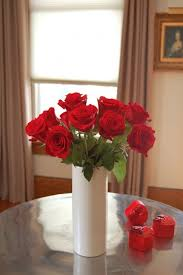 Small Vase Flower Arrangements How To Arrange 1 Dozen Roses The Art Of Doing Stuffthe Art Of