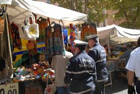 auto usate porta portese roma e le lanterne storiche finiscono sui banchi mercato delle