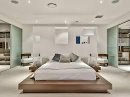 trennwand schlafzimmer schlafzimmer mit tatami doppelbett und weiße gips trennwand