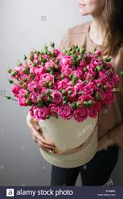 bouquets of flowers luxury bouquets of flowers in the hat box roses in the