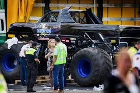 show monster trucks monster truck crash mirror online