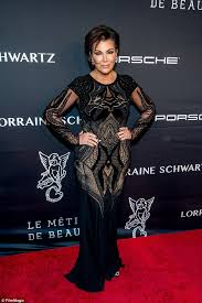Kris Jenner Live - a time to give back kris jenner donates 100 warm meals for