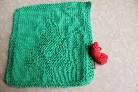 free knitting pattern christmas tree dishcloth weekly dishcloth knitting the christmas tree pattern leisure arts