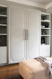 walk in closet features a wall lined with cabinet fitted with gray