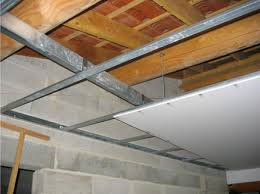 isolation plafond chambre comment isoler un plafond soi même au niveau thermique et phonique